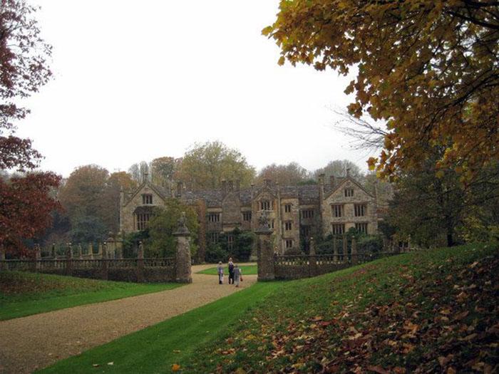 В 1810 году реконструкцией особняка занимался придворный архитектор Джон Нэш.
