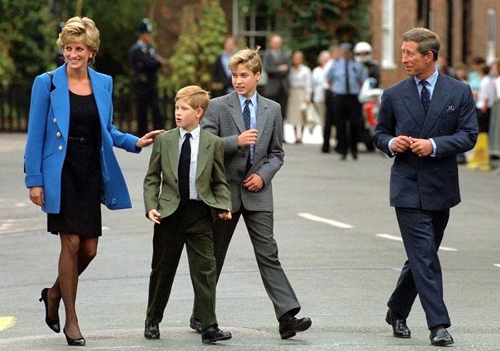 Диана с принцем Чарльзом и их сыновьями.