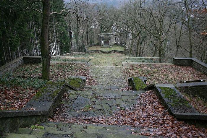 Амфитеатр в Виндеке. Тут находится национал-социалистический мемориал в память о погибших в Первой мировой войне.