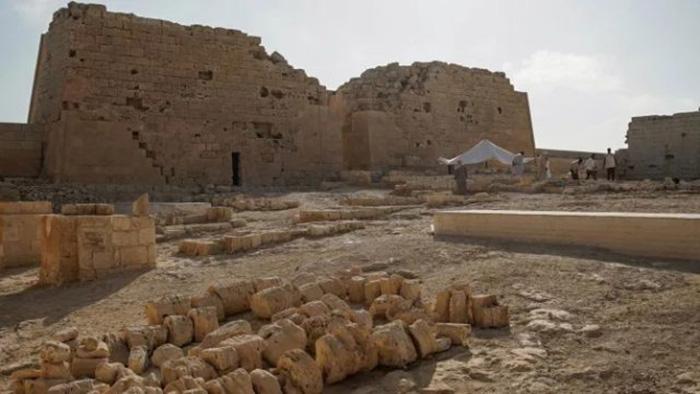 Именно здесь, как считают археологи, нашла своё последнее пристанище царица Клеопатра.