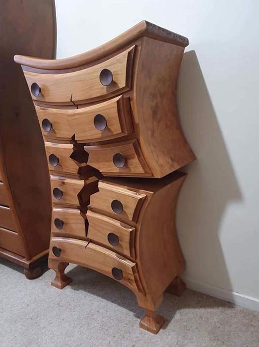 Мастер обещает устроить аукцион, когда мебель будет некуда ставить в его доме.