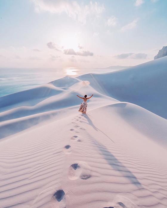 В сочетании с белыми, уходящими в горизонт пляжами, просто магия.