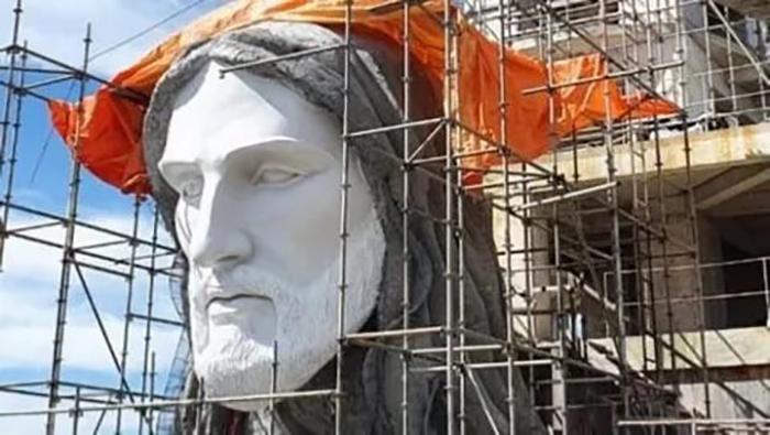 Новую статую планируют закончить в этом году.