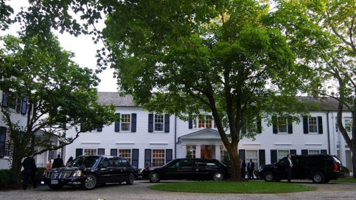 Президентский кортеж у дома Харви Вайнштейна.