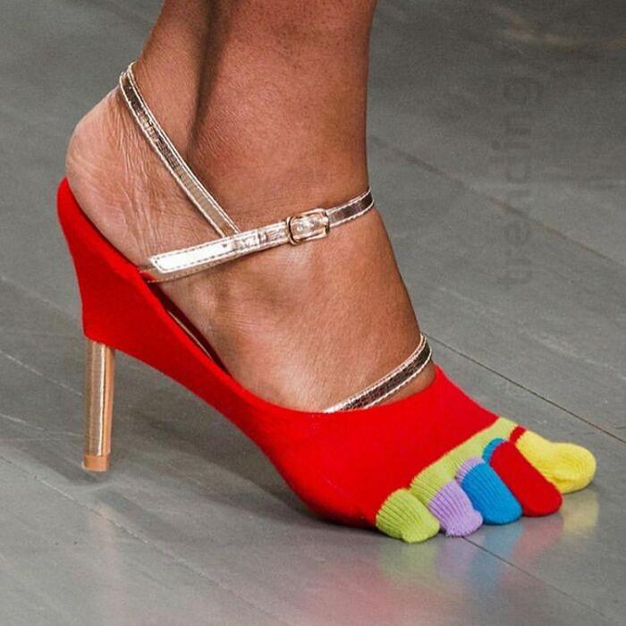 Это «перчатка для ног», которую носят поверх туфель на высоком каблуке?