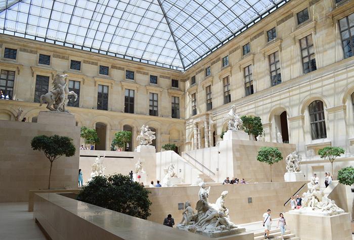 В Лувре отказались возвращать те произведения искусства, которые когда-то вывезли из разных стран нацисты.