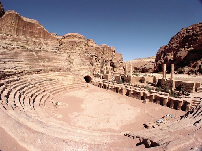 Театр, как археологический памятник Римской империи.