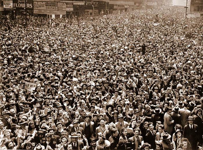Так радовались победе над нацистами жители Нью-Йорка.