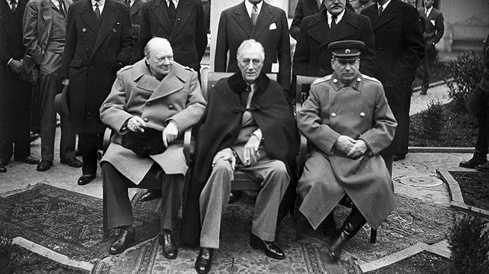 Большая тройка: Черчилль, Рузвельт и Сталин.
