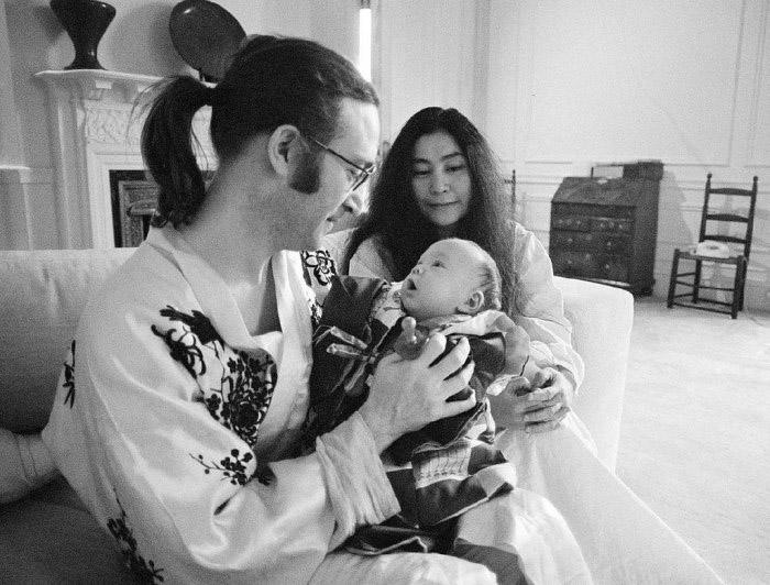 Всё чего хотел теперь Джон Леннон - это спокойная семейная жизнь.