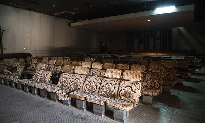 Театральный зал мотеля Нзекеле.
