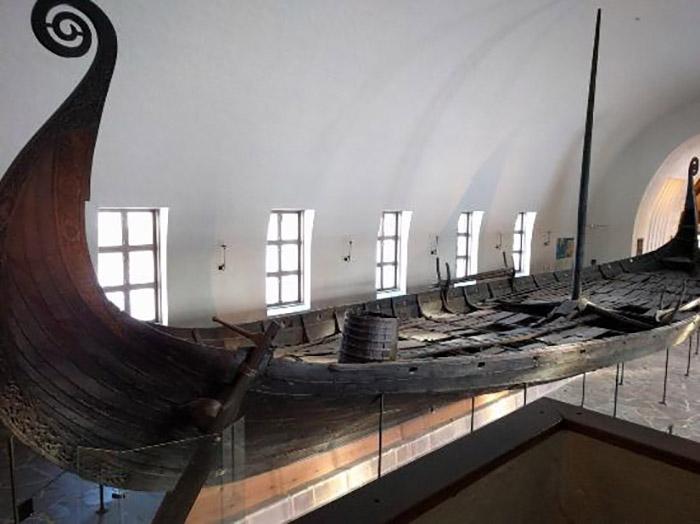 Корабль викингов.