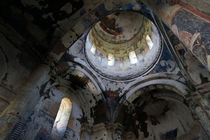 Фрески внутри церкви Святого Григория Тиграна Хонента.
