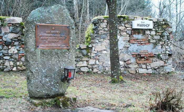 Местное кладбище в Дёллерсхайме только в 1981 году власти открыли для посетителей.