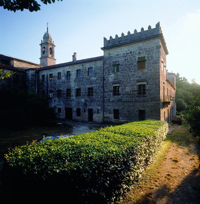 Построен был замок в 13 веке по приказу епископа Саморийского.