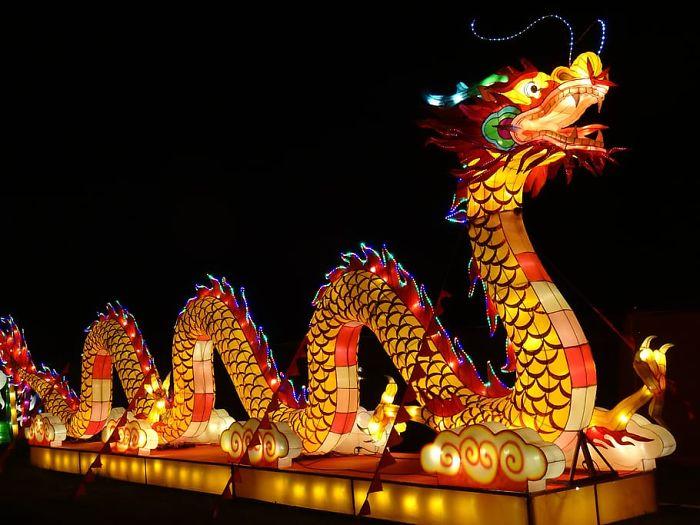 Без китайского дракона - это не праздник в Китае!