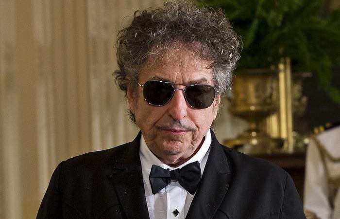 Легендарный музыкант проспал вручение Нобелевской премии,так как сильно устал после концерта.