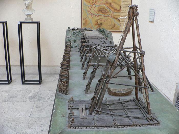 Масштабная модель моста Цезаря через Рейн в Museo Della Civilta Romana в Риме.