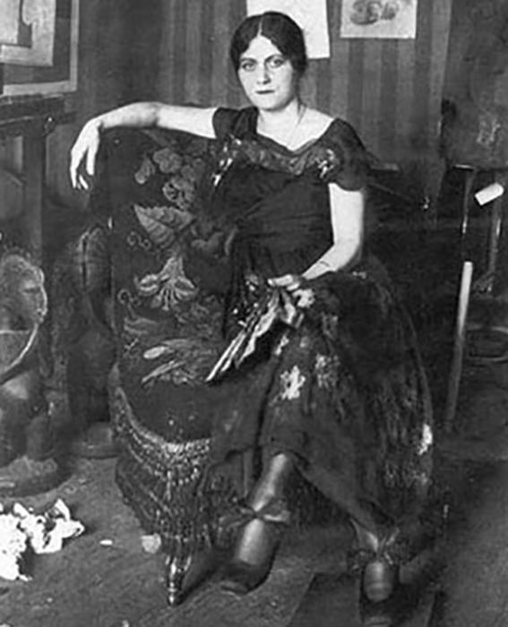 Первая жена Пикассо - танцовщица балета Ольга.