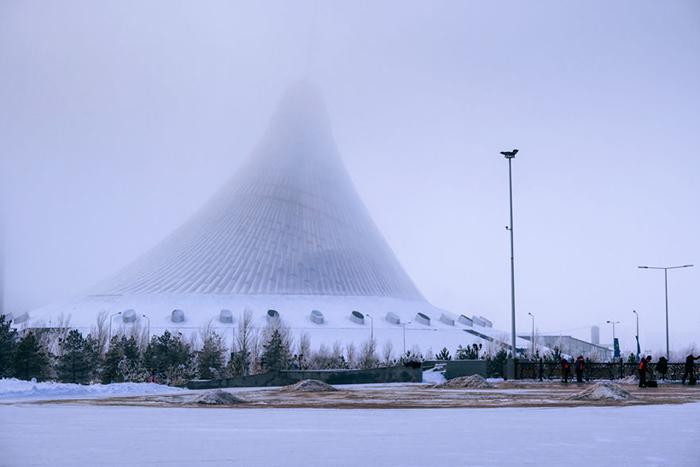 Туман придавал городскому пейзажу невероятную атмосферность.