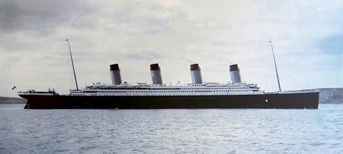 Люди до последнего отказывались верить, что этот красавец-лайнер может пойти ко дну.