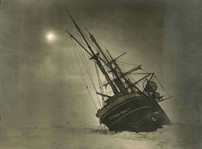 «Эндюранс», застрявший во льдах.