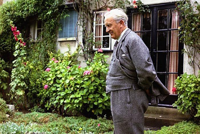 Толкин жил в этом имении с семьёй с 1930 по 1947 год.