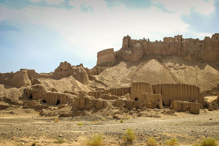 После завоевания этих земель кочевниками крепость стала приходить в упадок.