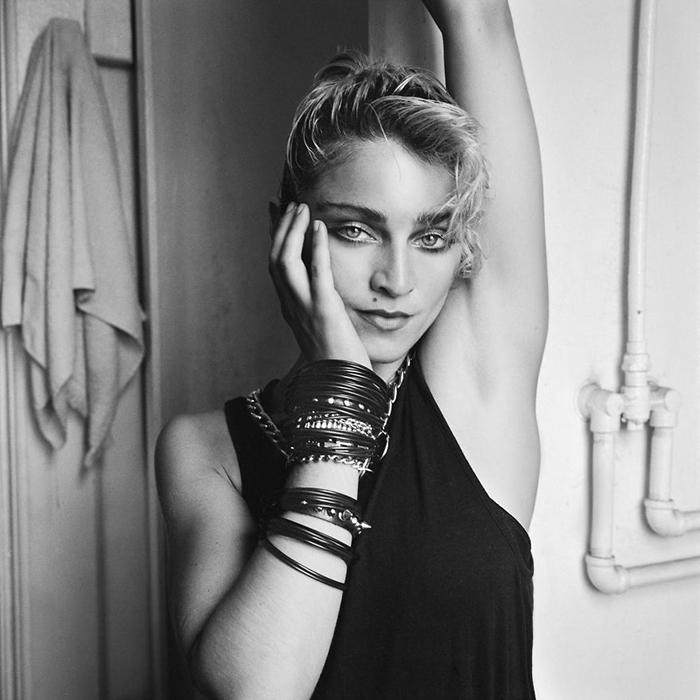 И Мадонна, и Ричард Корман не были ещё знаменитыми в то время.