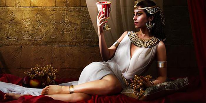 Клеопатра называла себя новой Исидой.