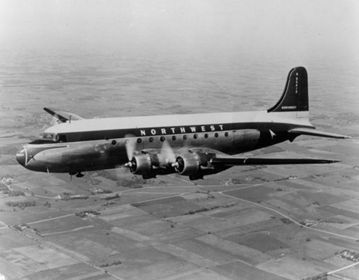 Douglas DC-4, похожий на рейс 2501.