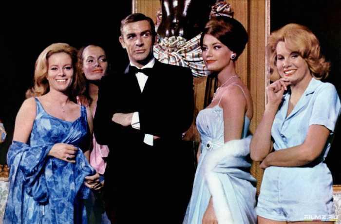 Конкурентками Клодин были такие именитые актрисы, как Рэйчел Уэлч и Фэй Данауэй.