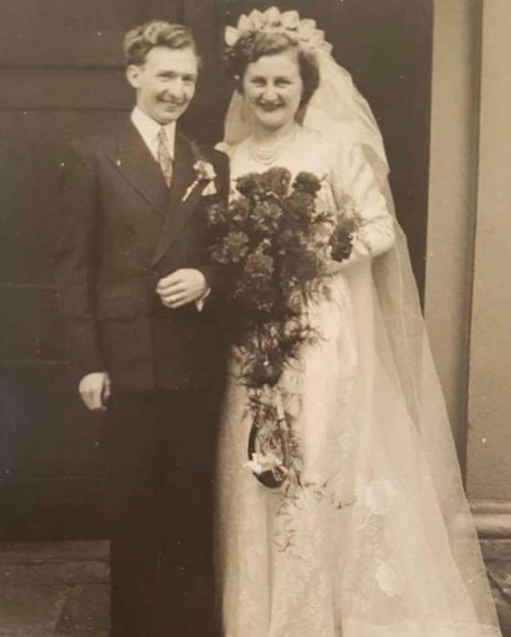 Мэл и Вера в день своей свадьбы.
