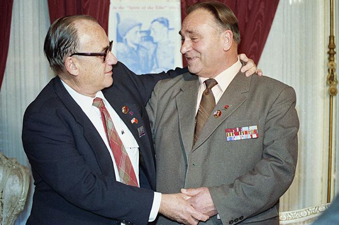 Встреча Робертсона и Сильвашко спустя годы после окончания войны.