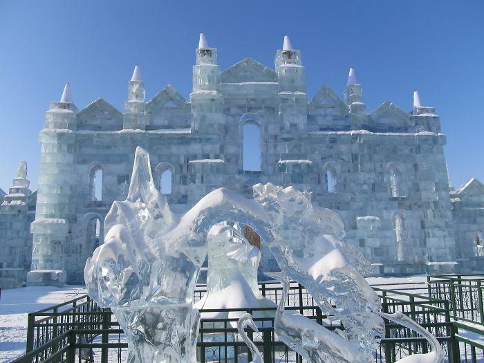 Сейчас Харбин - очень популярный зимний курорт, благодаря своему фестивалю ледовых скульптур.