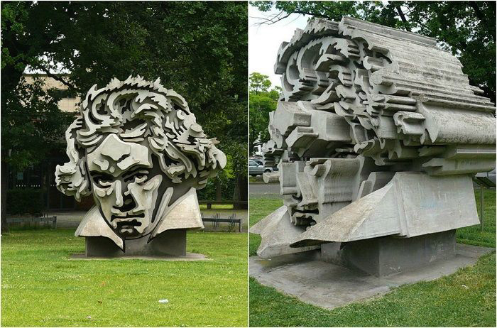 Необычный памятник Бетховену в Бонне.