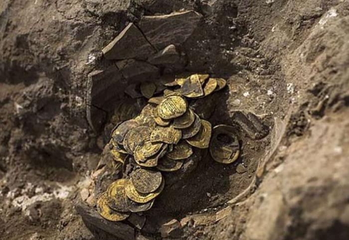 По свидетельствам ученых, подобные находки встречаются крайне редко, поскольку золото имело высокую ценность во все времена