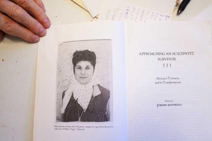 Книга, где использованы рассказы Хелен Спитцер об ужасах Освенцима.
