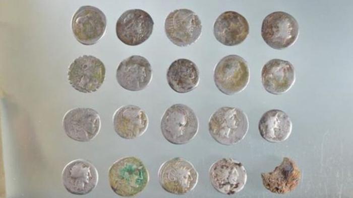 Монеты из клада времён восстания Боудикки.