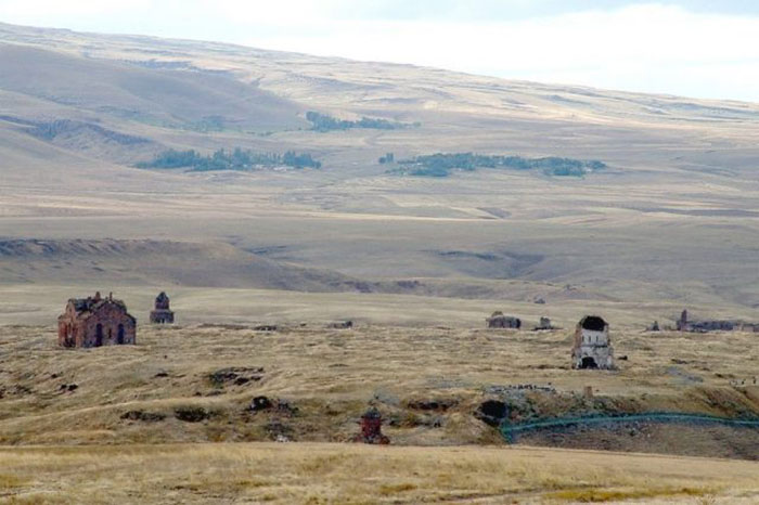 Ани, если смотреть из-за границы, в Армении.