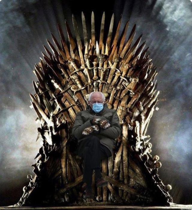 Здесь сенатора сразу посадили на легендарный трон из знаменитой саги «Игры престолов».