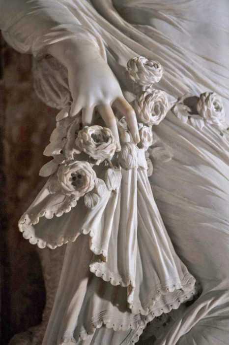 Точность деталей этих мраморных скульптур просто поражает воображение.