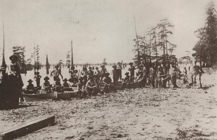 Охотники за жемчугом в окрестностях озера Каддо.