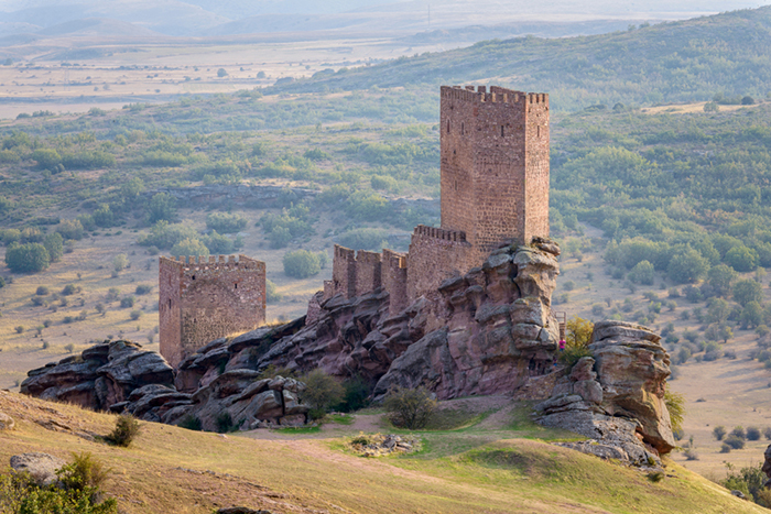 Время, когда возводили замок требовало того, чтобы он был настоящей крепостью.