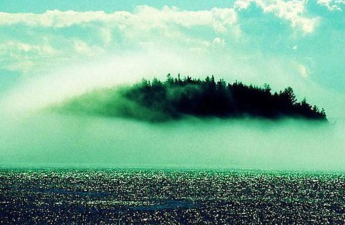 Остров-призрак Хай-Бразил предположительно находится где-то недалеко от западных берегов Ирландии.