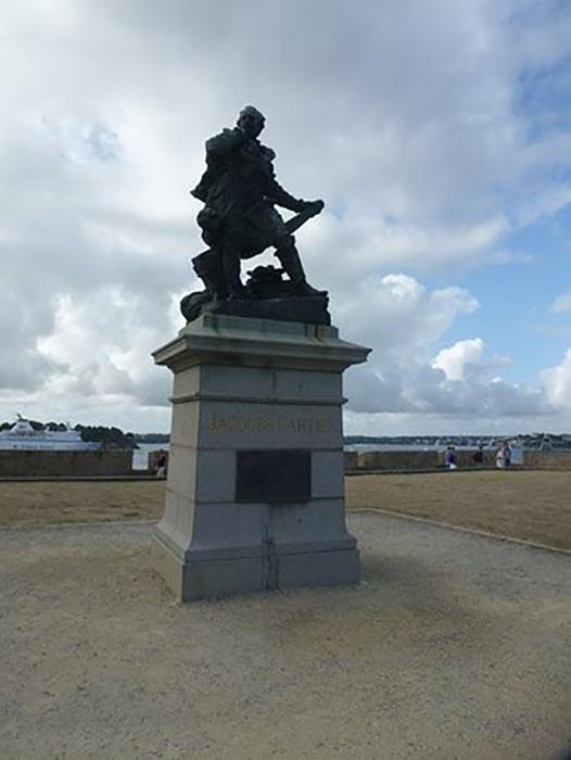 Памятник Жаку Картье.