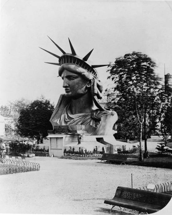 Голова Статуи Свободы, представленная на Всемирной выставке в Париже, 1878 год. / Фото: FPG / Getty Images