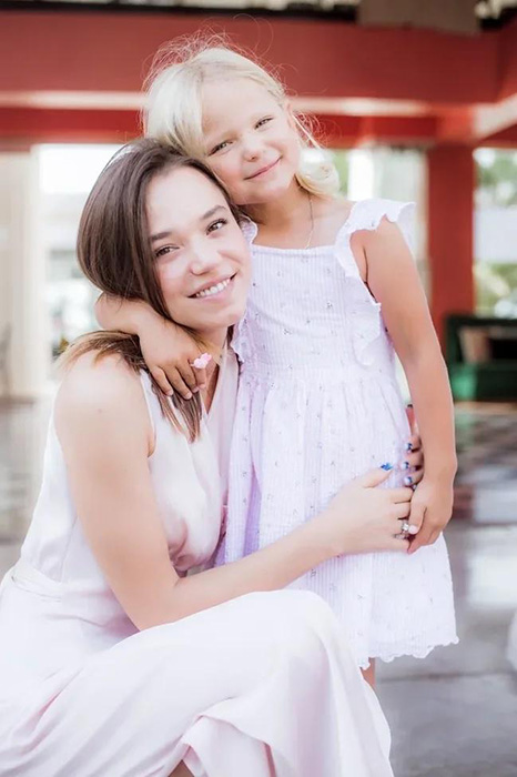 Кристина с доченькой Викой. / Фото: eva.ru