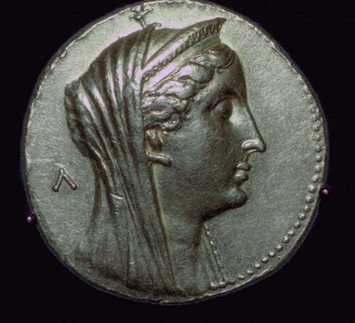 Золотая монета с изображением Арсинои II, III век до нашей эры. / Фото: Getty Images