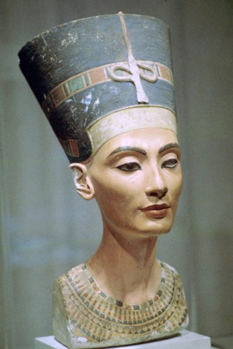 Бюст царицы Нефертити, находящийся в Египетском музее в Берлине. / Фото: Getty Images